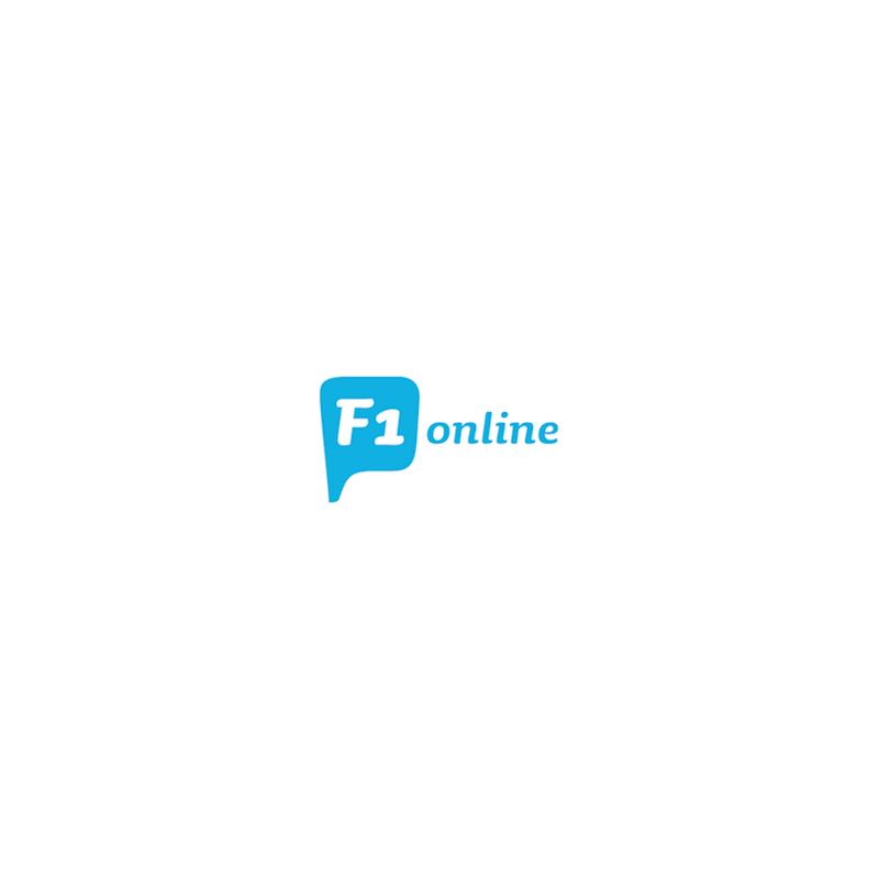 Arbeiter vor der Satellitenschüssel