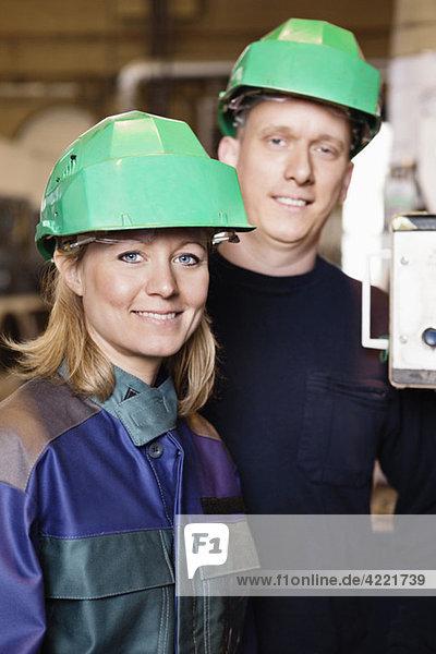 Industriearbeiterinnen und Industriearbeiter Industriearbeiterinnen und Industriearbeiter