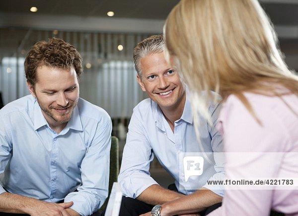 Kollegen bei einem Treffen