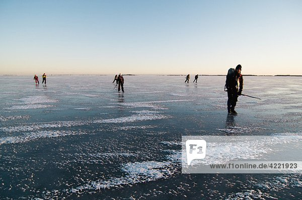 Menschen auf dem Eis