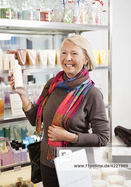 Frau auf Einkaufstour