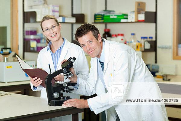 Ärzte im Labor