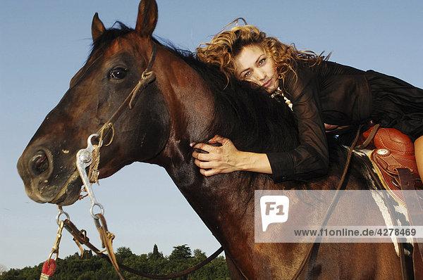 Portrait einer Frau Pferd Reiten
