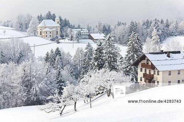 Kirche und Weiler Ettenberg  Markt Schellenberg  Berchtesgadener Land  Bayern  Deutschland  Europa