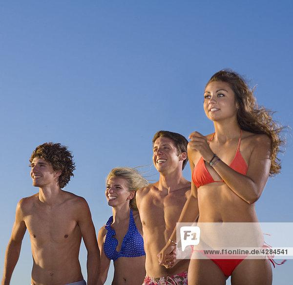 Gruppenlauf im Badeanzug