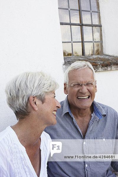 Seniorenpaar lacht