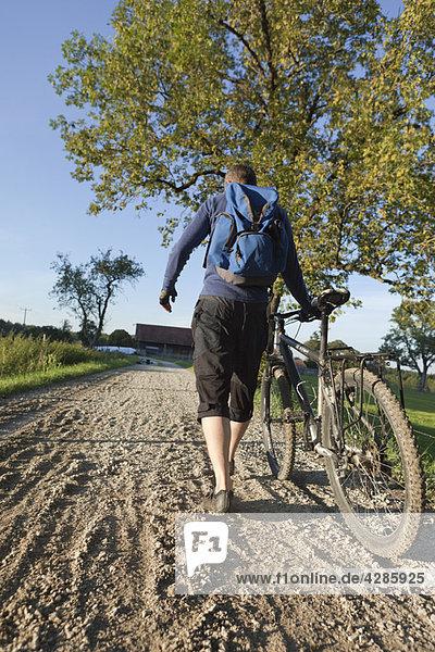 Wandern mit dem Mountainbike