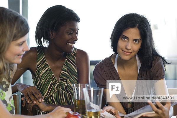 Zusammenhalt Freundschaft Cafe abhängen