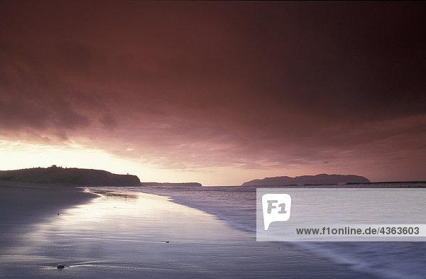 Sunset Over Strand von Pasagshak Bay Kodiak ist