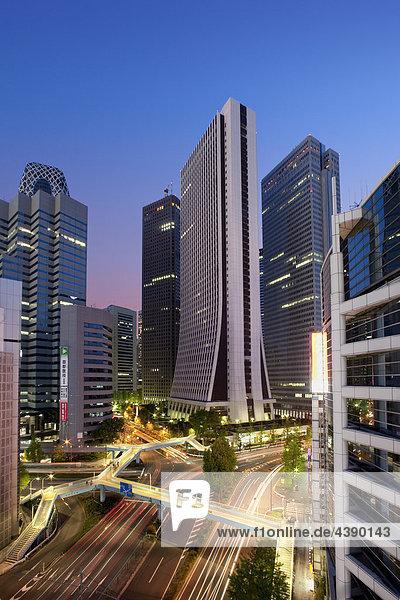 Japan  Asien  Fernost  Tokyo  Stadt  Verkehr  Shinjuku  Gebäude  Hochhäuser  Omekaido  Reisen  Tourismus  Urlaub  Ferien