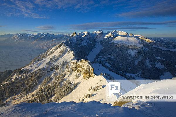 Ausblick  Hoher Kasten  Schweiz  Kanton Appenzell  Innerrhoden  Alpstein  Berge  Schnee  Winter  Morgenlicht Morgenlicht