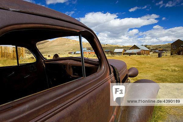 Bodie  USA  Amerika  Vereinigte Staaten  Kalifornien  Geisterstadt  Goldgräberstadt  Häuser  Verfall  Auto  Oldtimer  Rost