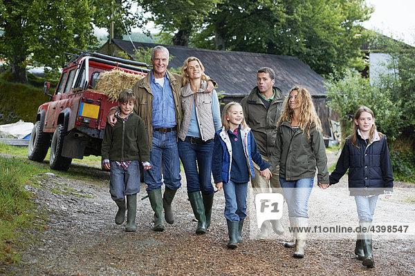 Familienwandern auf dem Bauernhof