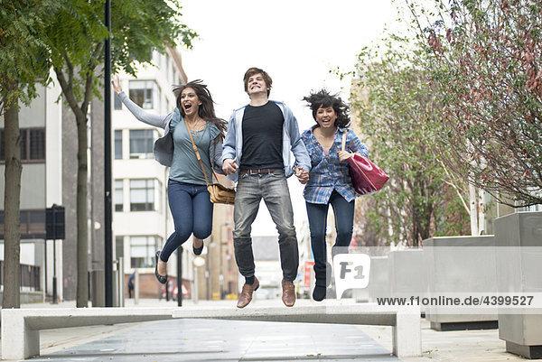 Mensch  Menschen  Straße  springen  jung  3