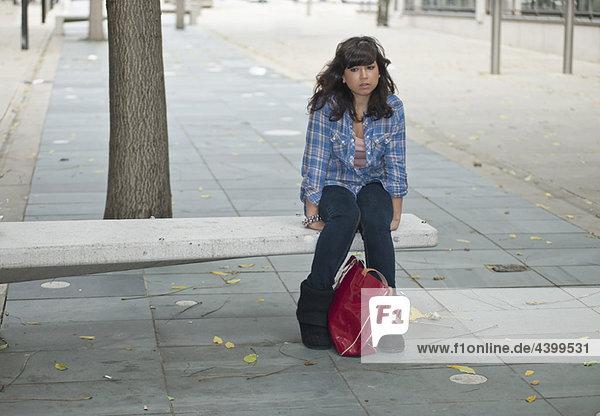 sitzend  Straße  Einsamkeit