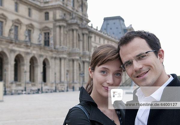 Ehepaar im Louvre Paris
