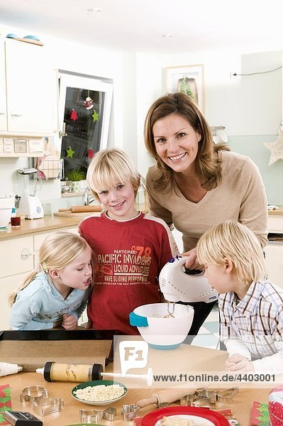 Küche backen backend backt Keks 3 Mutter - Mensch