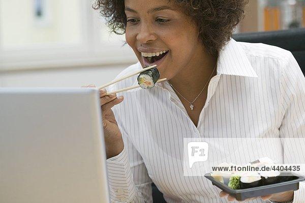 Frau Sushi-Essen in office