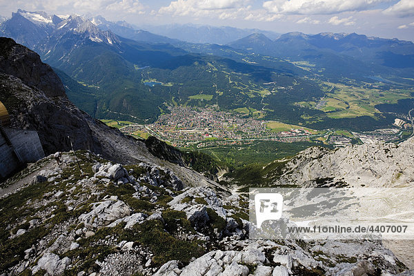 Deutschland  Bayern  Mittenwald  Blick von der Karwendelspitze im Karwendelgebirge