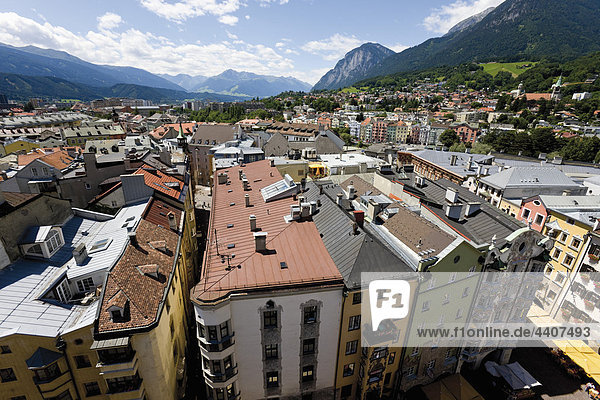 Austria  Tyrol  Innsbruck  View of cityscape with mountains in background