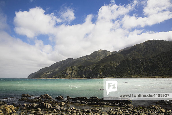 Neuseeland  Südinsel  Kaikoura  Canterburg  Blick auf den Südpazifik mit Berg