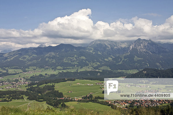 Deutschland  Bayern  Allgäu  Blick auf das Gebiet der fischen und hörnergruppe