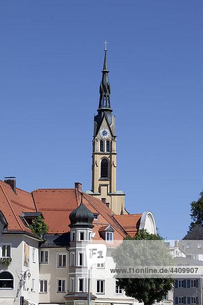 Deutschland  Bayern  Bad Tölz  Blick auf die Stadtpfarrkirche