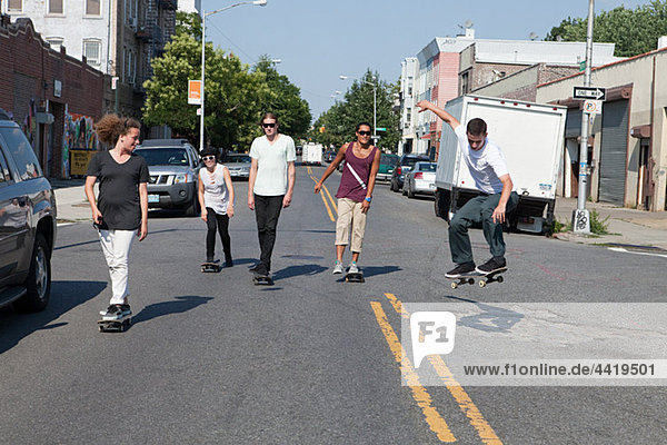 Skateboarder auf urbaner Straße