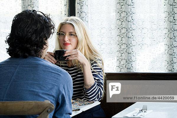 Paar in Coffee-shop