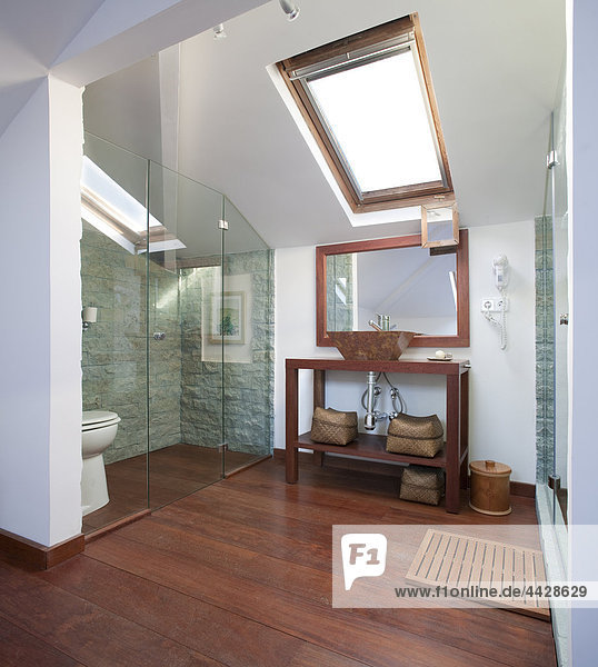Siedlung Waschbecken Becken Glas Badezimmer Koordination Bildschirm Marmor Holzboden Möbel zerteilt