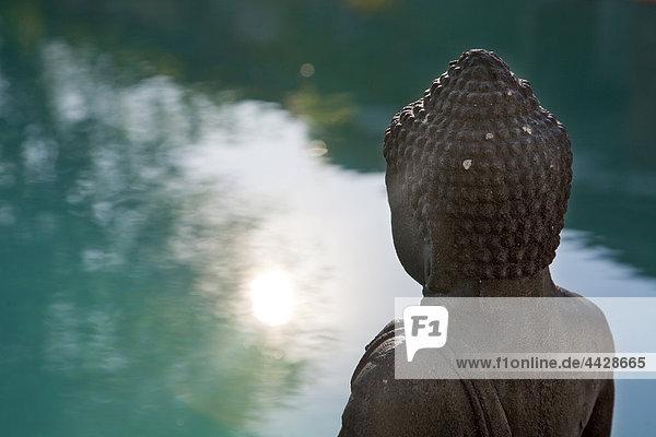 nahe Wasser Ostasien Statue