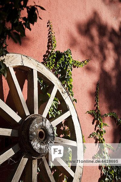 angelehnt Wand Antiquität Transport Teakholz Burgund rad