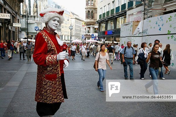 Street performer at Graben pedestrian street  Vienna  Austria