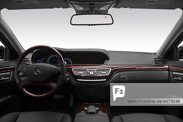 2011 Mercedes-Benz S-Klasse S550 in schwarz - Dashboard  Mittelkonsole  Getriebe-Shifter-Ansicht