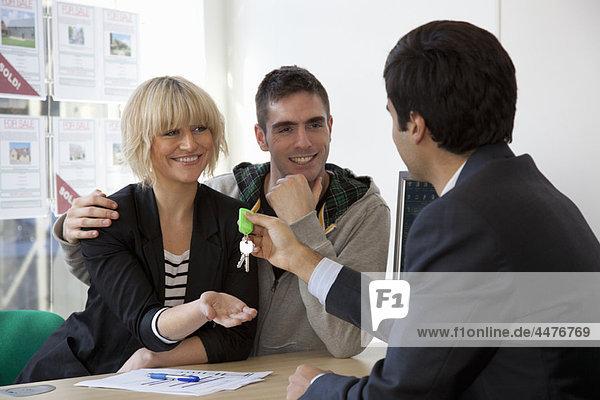 Wohngebäude  Besuch  Treffen  trifft  Büro