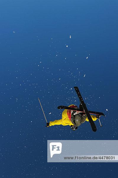 Skifahrer Kraulschwimmen kraulen