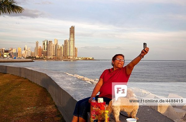 Woman photographing self with cell phone at the Punta Paitilla  Panamá