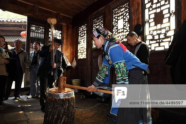 Tujia people making traditional peanut candies.