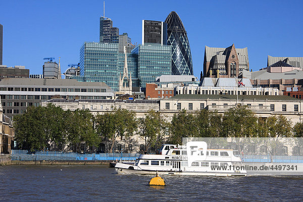 Großbritannien  England  UK  Großbritannien  London  Reisen  Tourismus  Thames  Fluss  Flow  Boot  Swiss Re  Gurke  Gebäude  Konstruktion  Architektur