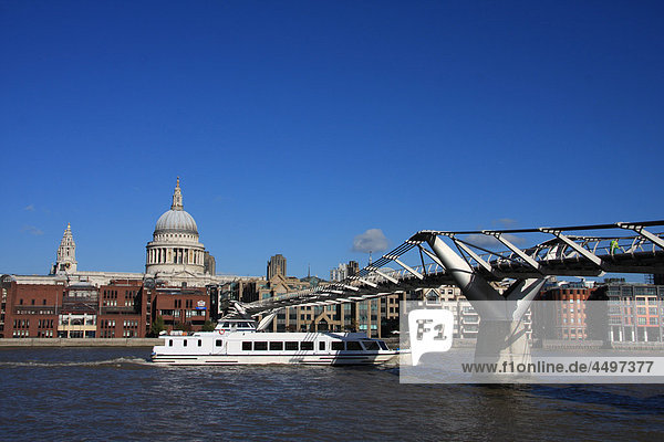 Großbritannien  England  UK  Großbritannien  London  Reisen  Tourismus  Gebäude  Bau  Kirche  Kathedrale  St Paul  Kuppel  Thames  Fluss  Flow  Brücke  Millenium Brücke  Boot