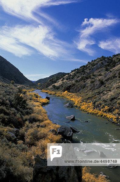 Rio Grande Schlucht  in der Nähe von Taos  New Mexico  USA  USA  Amerika  Fluss  Bergen