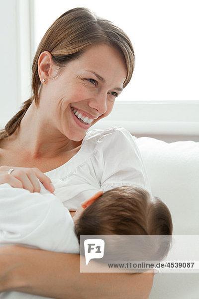 Glückliche Mutter und Baby