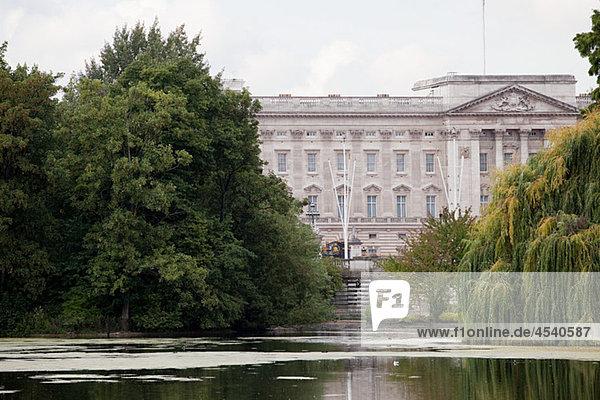 See am St James s Park und Buckingham Palace  London