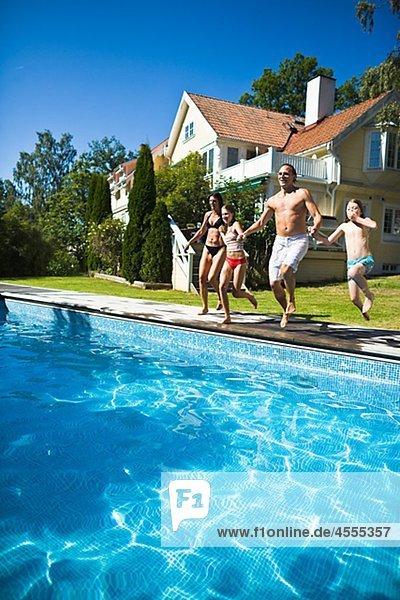 rennen halten Schwimmbad