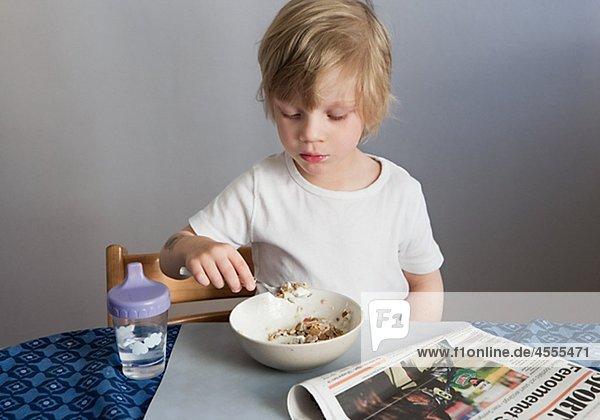 Boy Essen Frühstück