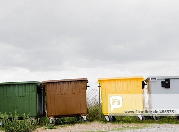 Zeile von recycling-Mülleimer