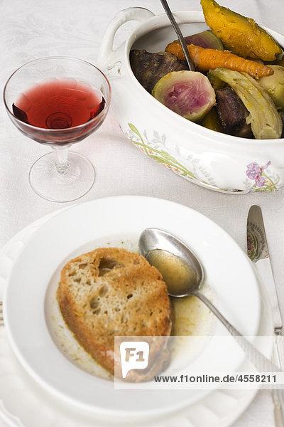 Ochsenschlepp Eintopf mit Winter Squash und Mantanghong Radieschen  / Mit Englischsprachigem Rezept