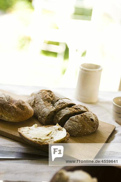 Butter  in Scheiben geschnitten Brot