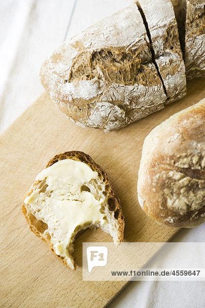 Frisches Brot  Butter Slice mit fehlenden Biss