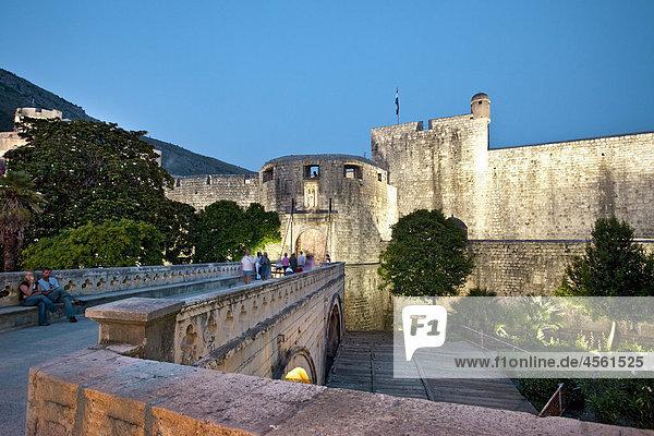 Beleuchtetes Stadttor  Altstadt von Dubrovnik  Kroatien